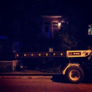 Mesure alphabétique dans la nuit (Mile-End)